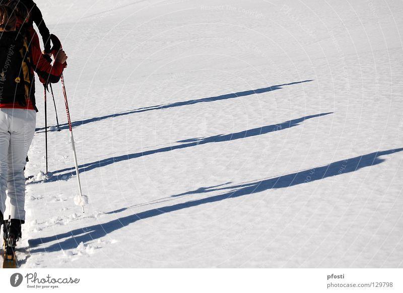leichter Anstieg II Freude Winter Ferien & Urlaub & Reisen ruhig Schnee Berge u. Gebirge Wege & Pfade Wärme wandern gehen Aktion Skifahren Ziel Freizeit & Hobby