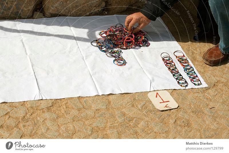 Trödelmarkt Kunst Kreis Werbung Schmuck kaufen Handel Sehenswürdigkeit Markt obskur Tourist verkaufen Barcelona Ware Billig Auswahl Kunsthandwerk