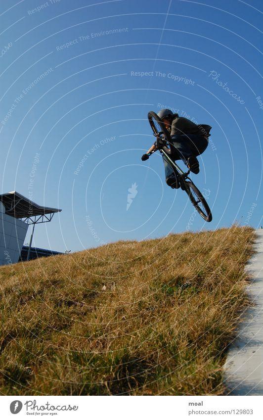 Invert Stil Mountainbike Stunt Luft extrem Extremsport Fahrrad Snowblind Freiheit Prevail SB Sicherheit Plastikrampe