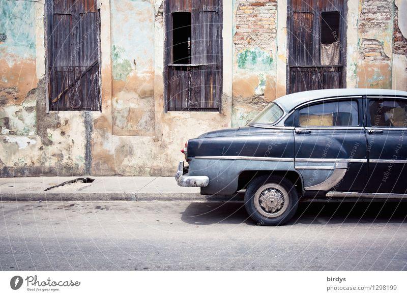 Kuba-Charme Ferien & Urlaub & Reisen Städtereise Stadt Santiago de Cuba Fassade Fenster Straße PKW Oldtimer Limousine alt ästhetisch authentisch exotisch