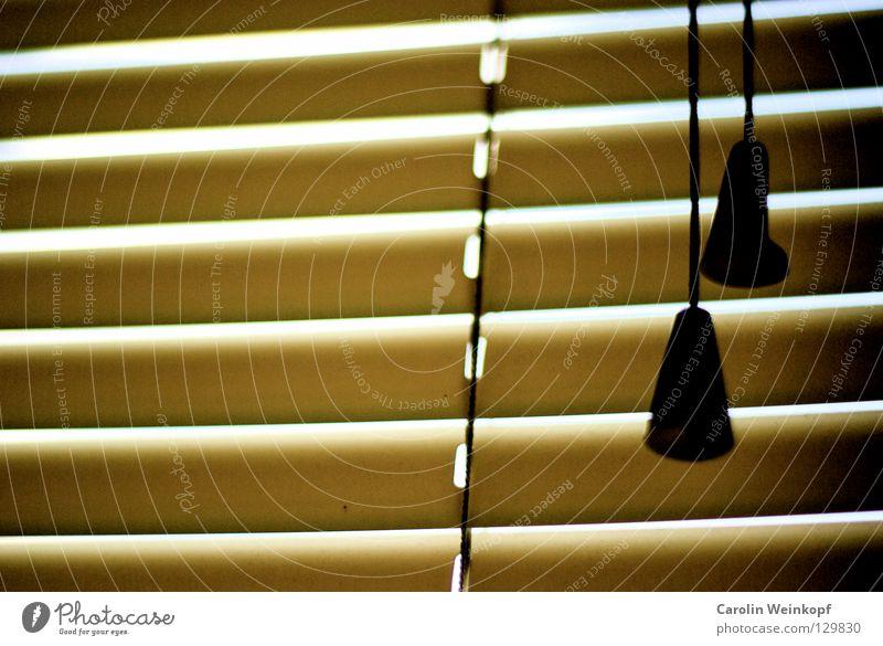 Guten Morgen liebe Sorgen. Jalousie Sichtschutz aufwachen dunkel hell Silhouette aussperren Abwechselnd Nachtruhe aufstehen 2 gelb beige braun schwarz Gegenteil