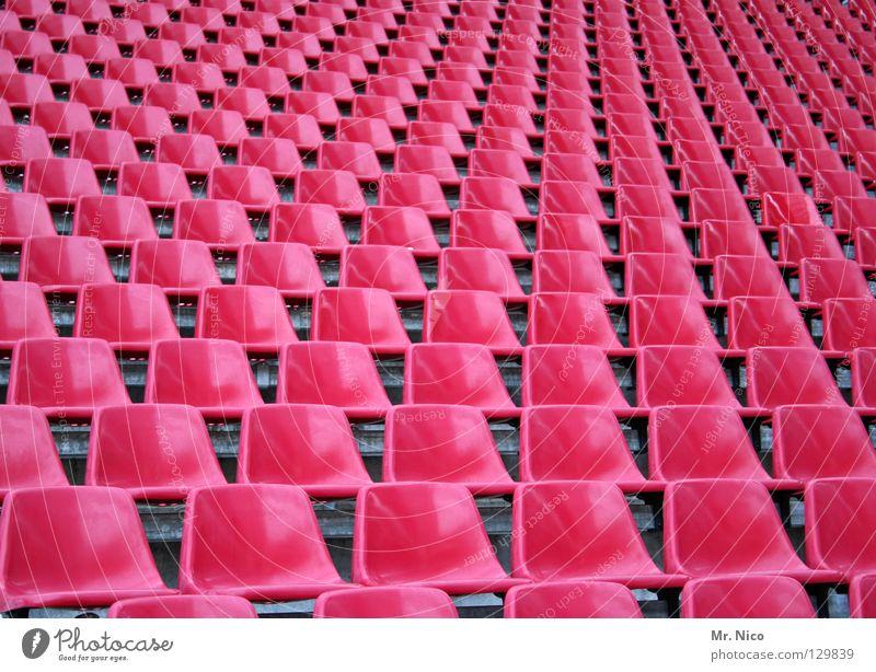 think pink Stuhl Bestuhlung Sitzgelegenheit Platz hinsetzen diagonal rosa knallig verrückt grell Stadion Sitzreihe glänzend abstrakt graphisch Freizeit & Hobby