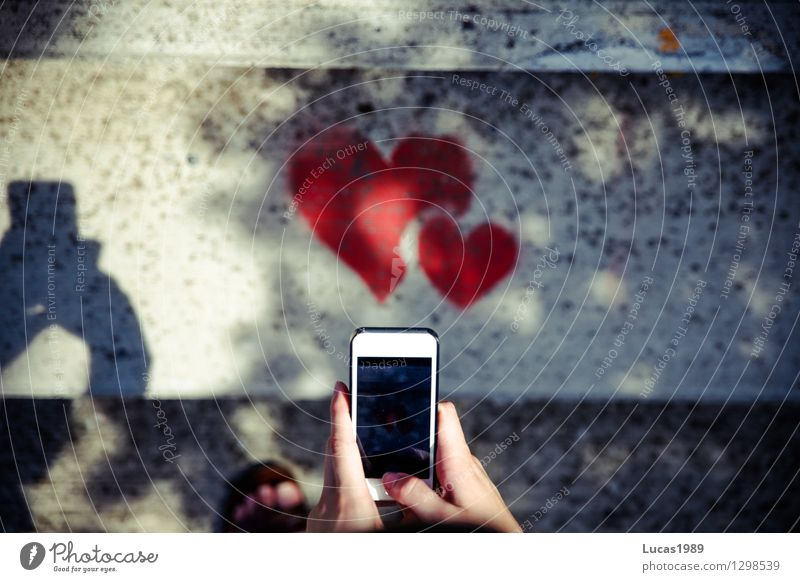Herzliche Grüße Lifestyle elegant Stil Design Handy PDA Fotokamera Unterhaltungselektronik High-Tech Telekommunikation Finger Kunst Künstler Maler Jugendkultur