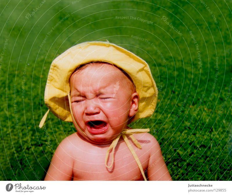Warum ausgerechnet gelb??!! Kind grün Sommer nackt Kopf Garten Beleuchtung Baby Arme süß niedlich Schutz Hut Kleinkind Wut