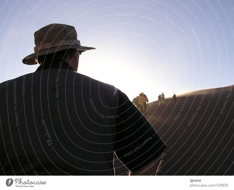 der Sonne entgegen Himmel Berge u. Gebirge Sand Rücken Erde Freizeit & Hobby Hut aufwärts Stranddüne aufsteigen Chile Südamerika Salar de Atacama