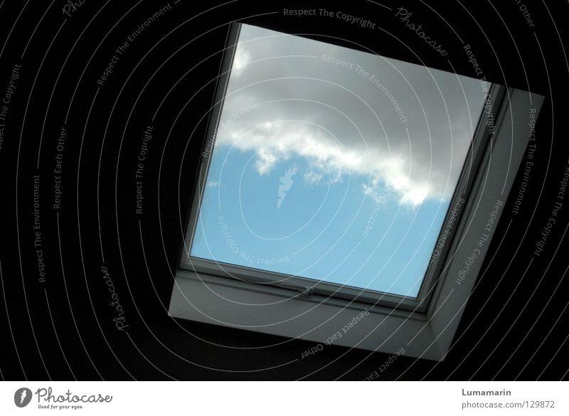 Verdunkelung Fenster Wolken Rollo Rollladen Jalousie seltsam Sonne Licht Wetterumschwung Detailaufnahme Himmel Häusliches Leben Natur Wetterschutz skuril hell