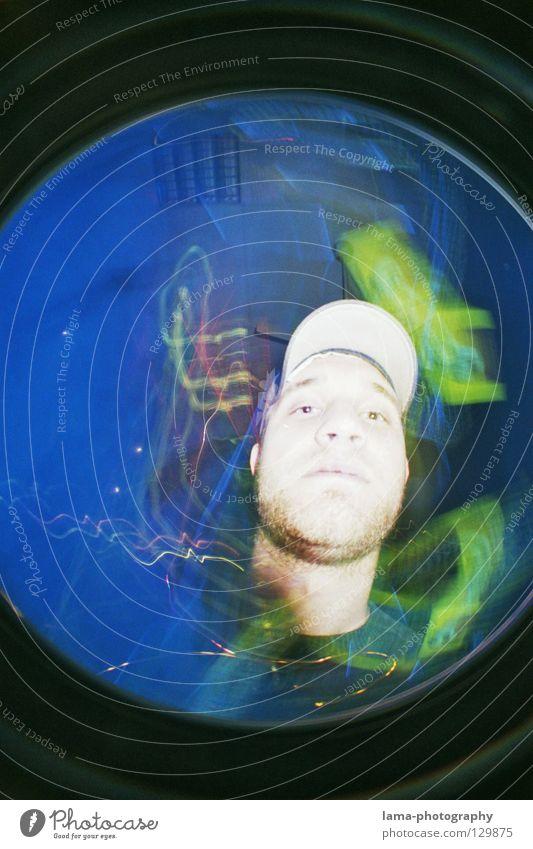 HOT TO DEATH Momentaufnahme Licht Disco Schwarzlicht Mütze Mann Porträt Doppelbelichtung Fischauge rund Waschmaschine Weitwinkel analog Blitze Überbelichtung