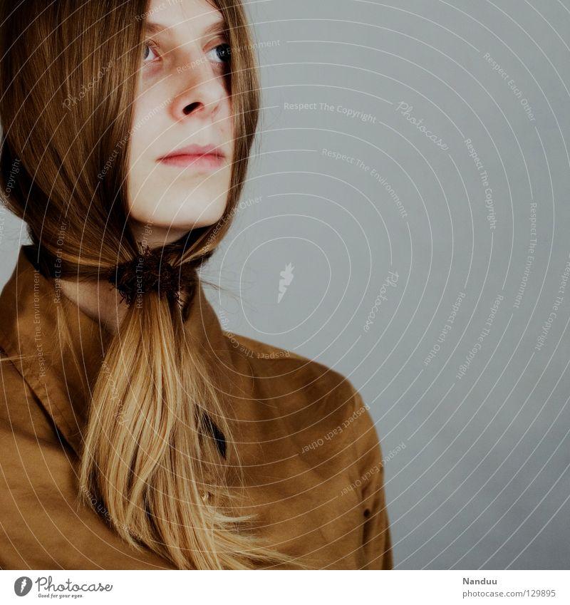 frei beug n Haare & Frisuren ruhig Arbeit & Erwerbstätigkeit Frau Erwachsene Bart Hemd Krawatte Maske Zopf Denken stehen Traurigkeit außergewöhnlich lustig