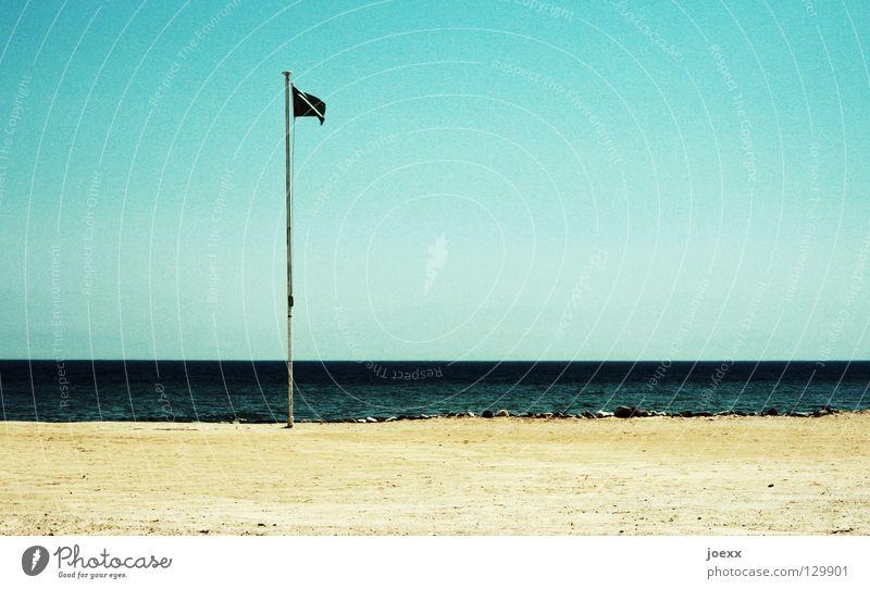 Keine Rettung in Sicht. Einsamkeit Fahne Fahnenmast gefährlich Horizont Meer Meerwasser Retter Sandstrand See Ferien & Urlaub & Reisen Verbote Strand Küste Erde