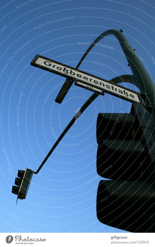 kreuzberger kreuzung Himmel Straße Berlin Schilder & Markierungen Verkehr Schriftzeichen Buchstaben stoppen Verkehrswege aufwärts Autofahren Ampel Mischung