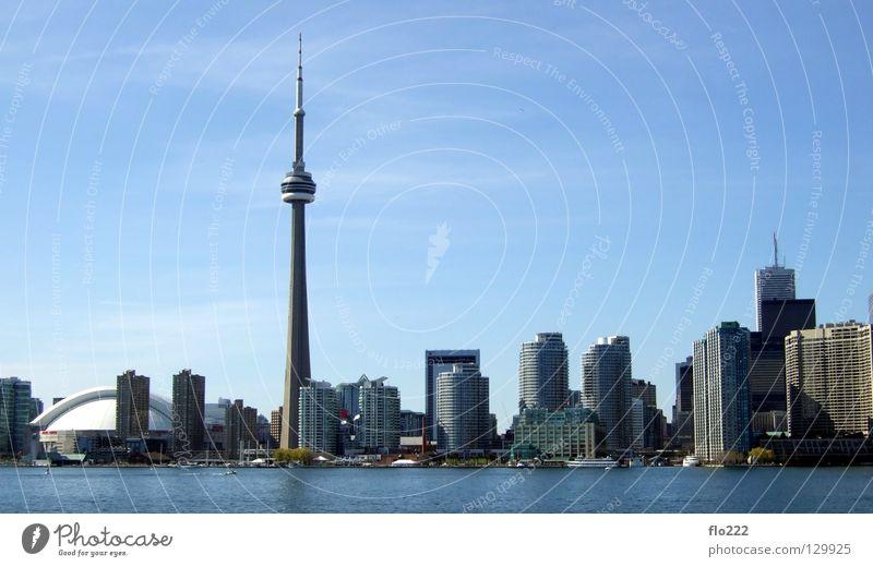 Toronto Stadt Hochhaus Haus Ontario CN Tower Strand Mitte Beton Millionen Nordamerika Superlativ Wahrzeichen Denkmal Macht Turm Hochaus blau Himmel Skyline