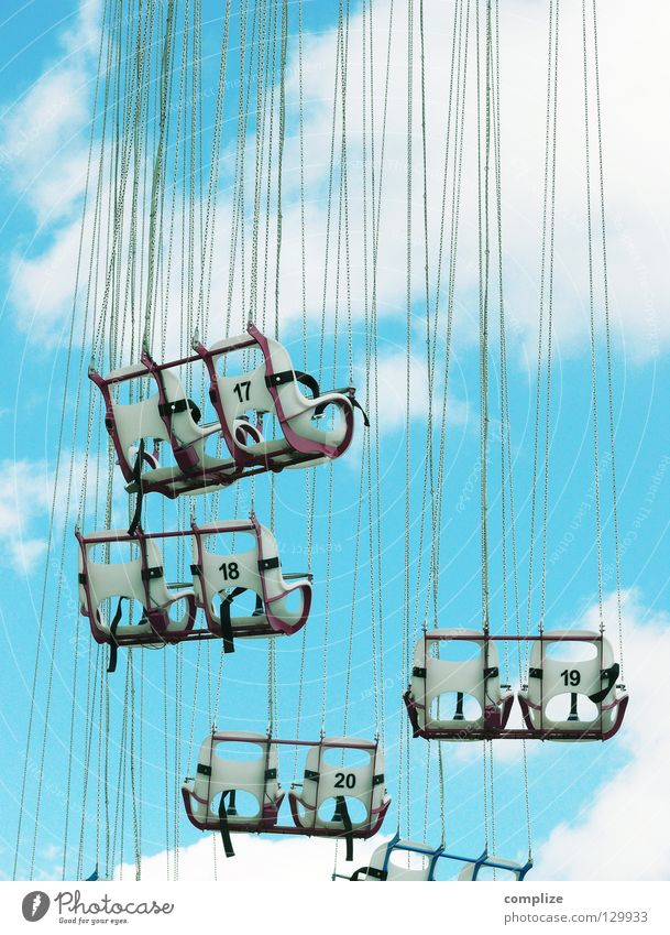 Volksfest Sonne Sommer Freude Wolken Erwachsene Spielen oben Glück lustig Feste & Feiern Wind Angst fliegen hoch Platz Seil