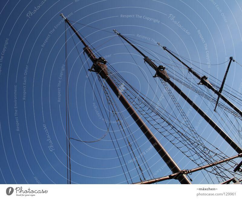 Dreimast Wasserfahrzeug 3 Segelschiff Holz Holzmehl Himmel Meer Anlegestelle Hafen Schifffahrt Strommast maste dreimast dreimaster Seil Netz ship boat blau sky