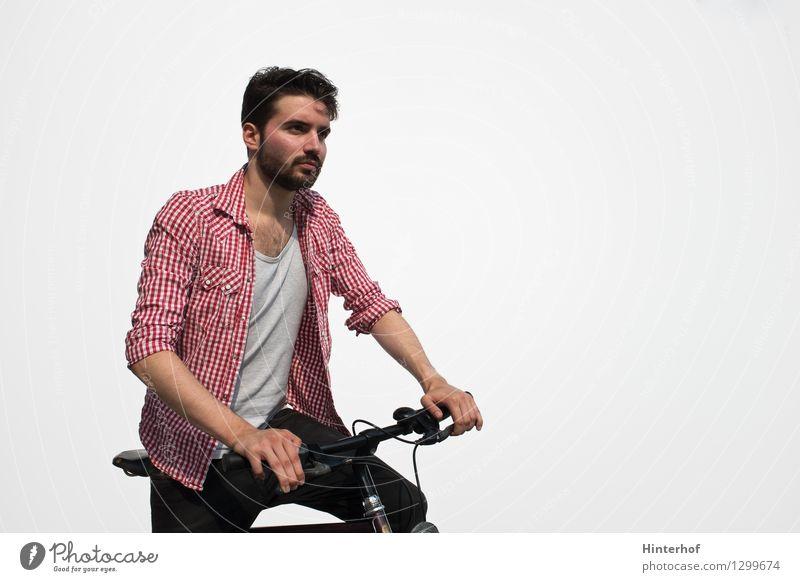 Junger Mann auf dem Fahrrad Mensch Jugendliche Stadt Sommer 18-30 Jahre Erwachsene Umwelt Stil Sport Lifestyle maskulin Tourismus Verkehr
