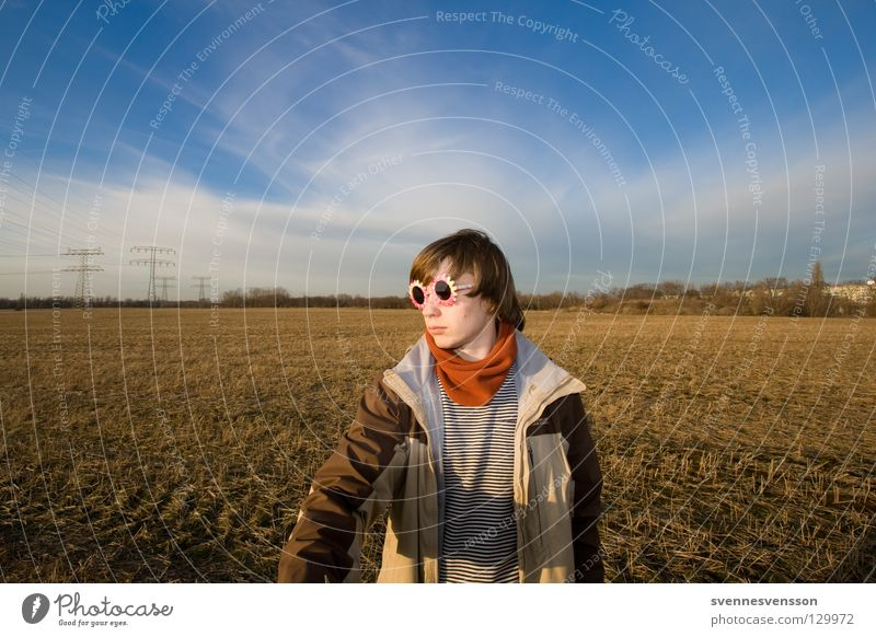 Tachschen! Mensch Mann Himmel Wolken Feld Maske Jacke Sonnenbrille Dieb Begrüßung Schal Krimineller Lösegeld Entführer