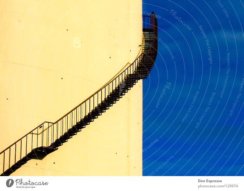 Ab Gehts! graphisch drehen gelb Silo Wolken himmelblau Industrie Detailaufnahme Himmel Geländer Treppe Kontrast Grafik u. Illustration Wege & Pfade aufwärts