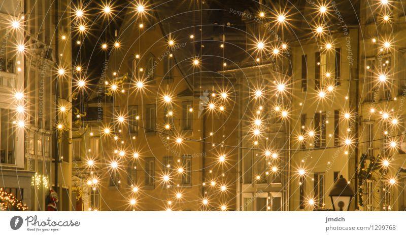 Sternen auf Erden Weihnachten & Advent ruhig Freude Haus Winter Liebe Beleuchtung Schnee Religion & Glaube Feste & Feiern Stimmung Zusammensein Kraft