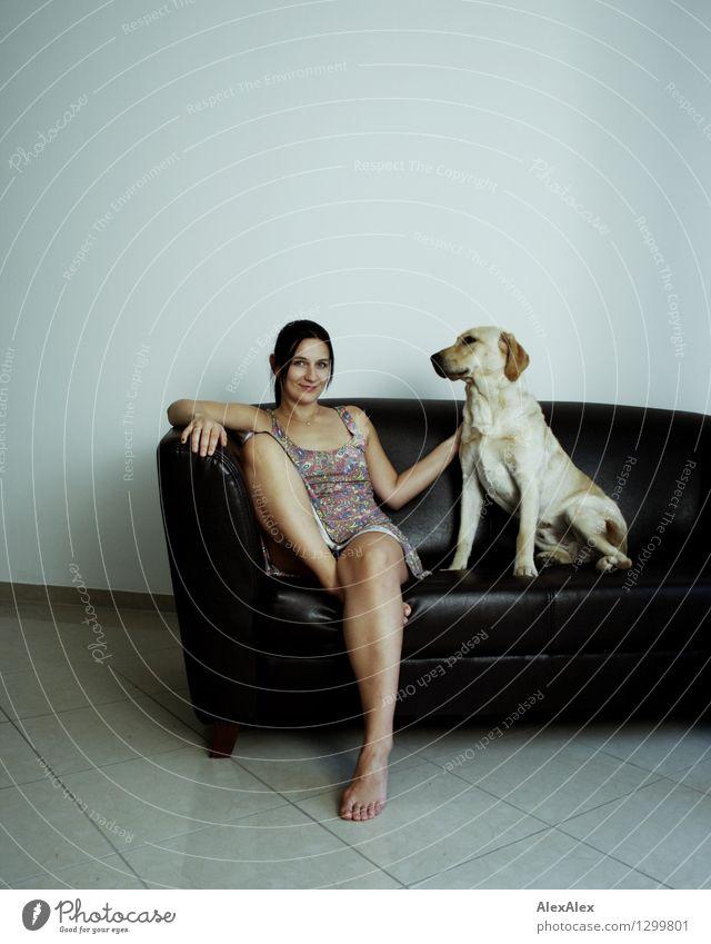 Du und dein Hund Jugendliche schön Junge Frau Freude 18-30 Jahre Erwachsene feminin Spielen Glück Beine Lifestyle Fuß Zusammensein Freundschaft Raum