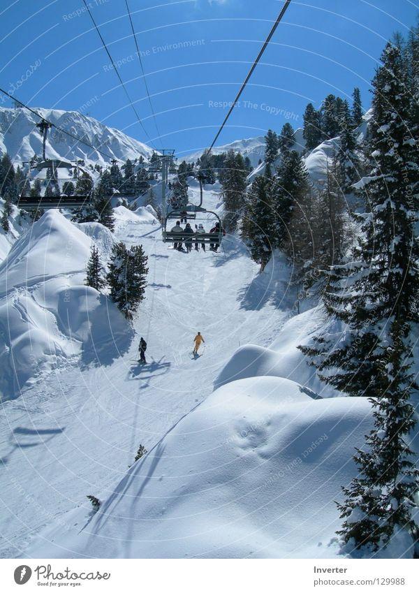 im Sessellift Mensch Ferien & Urlaub & Reisen weiß Landschaft Winter Schnee Wetter hoch Schneebedeckte Gipfel Skifahren Frankreich aufwärts Tanne Skigebiet