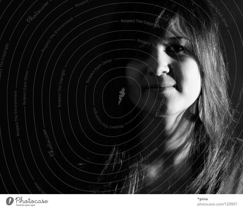 Licht – Schatten 2 Frau schön Gesicht dunkel Haare & Frisuren hell Angst planen geheimnisvoll Quadrat verstecken verdeckt unsichtbar Porträt sichtbar Lichtblick