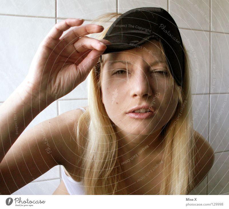 MONTAG MORGEN 6:29 weiß schön Gesicht Kopf hell blond Bad Maske 18-30 Jahre Fliesen u. Kacheln Müdigkeit Gesichtsausdruck langhaarig Junge Frau verkatert