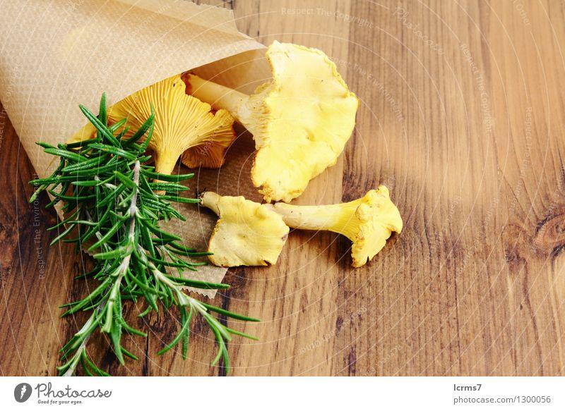 paper bag with golden canterelle and rosemary spice gelb Lebensmittel Kräuter & Gewürze Bioprodukte Pilz Vegetarische Ernährung
