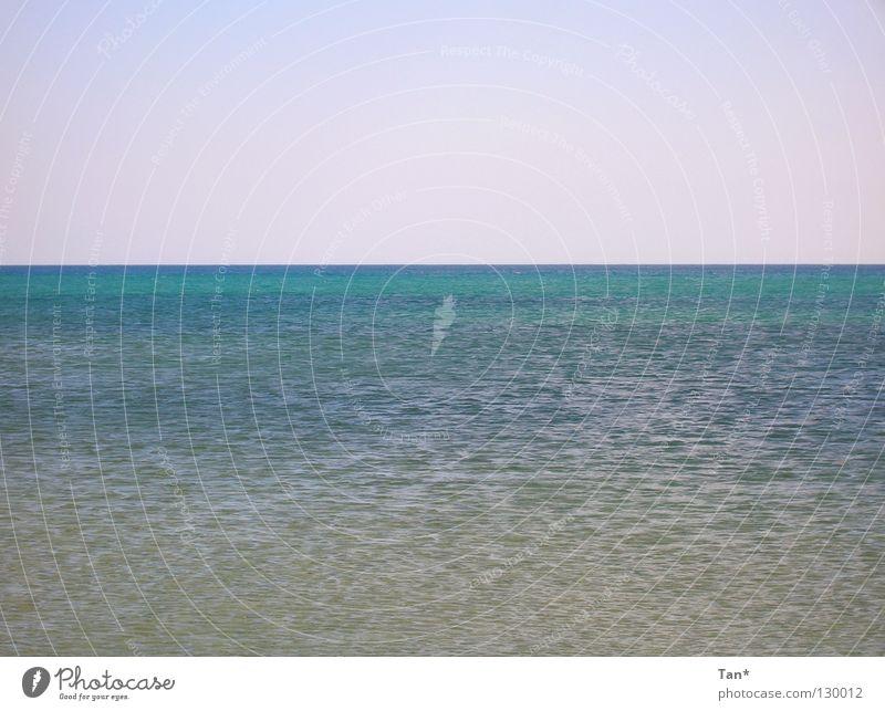 Blaugrünes Mittelmeer Wasser Meer grün blau Sommer Strand Ferien & Urlaub & Reisen ruhig Einsamkeit Ferne kalt Freiheit Wärme Linie Zufriedenheit Stimmung