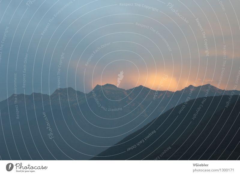 Auf nach Mordor! Natur Sommer weiß Landschaft dunkel schwarz Berge u. Gebirge Umwelt Gefühle Bewegung natürlich Stimmung Felsen Horizont orange Wetter