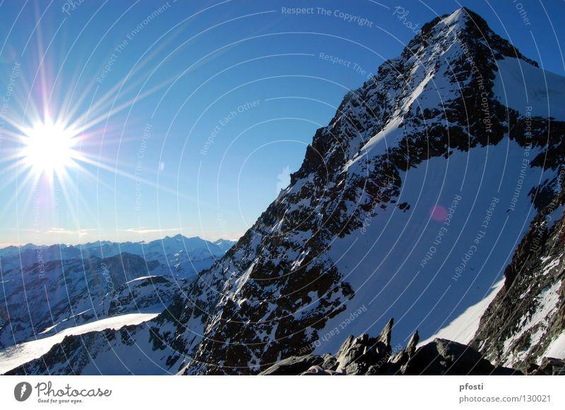 unterwegs zum Glockner Sonnenstrahlen Sonnenuntergang Stein Winter aufsteigen Steigung Berghütte Großglockner Bergsteigen Besteigung wandern Aussicht