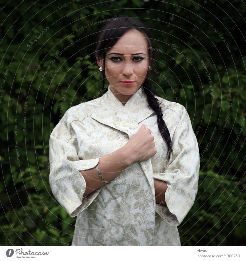 Nastya Mensch Frau schön Erwachsene feminin Zeit Park Design Kraft stehen warten beobachten Coolness Konzentration Mut Wachsamkeit