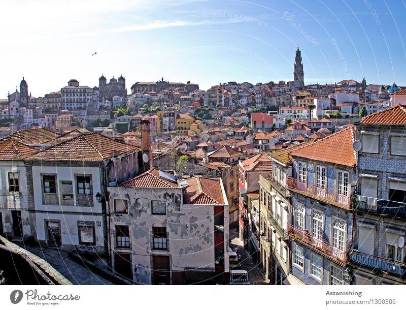 Porto I Himmel Stadt alt blau Haus Fenster Wand Mauer hell Horizont Wetter Tür Hochhaus hoch Kirche Schönes Wetter