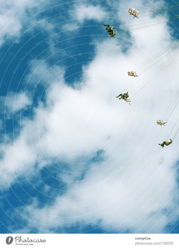 AM SEIDENEN FADEN Mensch Mann Sommer Freude Wolken oben Glück lustig Kunst Feste & Feiern Wind Angst fliegen hoch Platz Seil