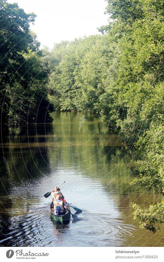 Auf, auf! Freizeit & Hobby Ausflug Abenteuer Freiheit Sport Wassersport Kanu Natur Sommer Schönes Wetter Baum Flussufer Bewegung entdecken Kommunizieren