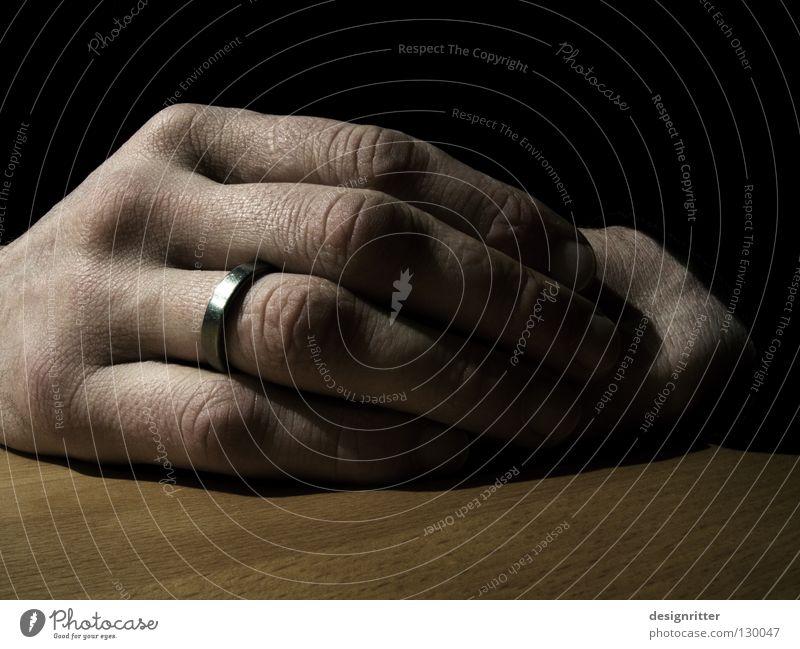 Vertrauen Hand ruhig Erholung Paar Zusammensein Zufriedenheit Kreis Partner Partnerschaft Ehe ruhen Erbe verheiratet Ehering