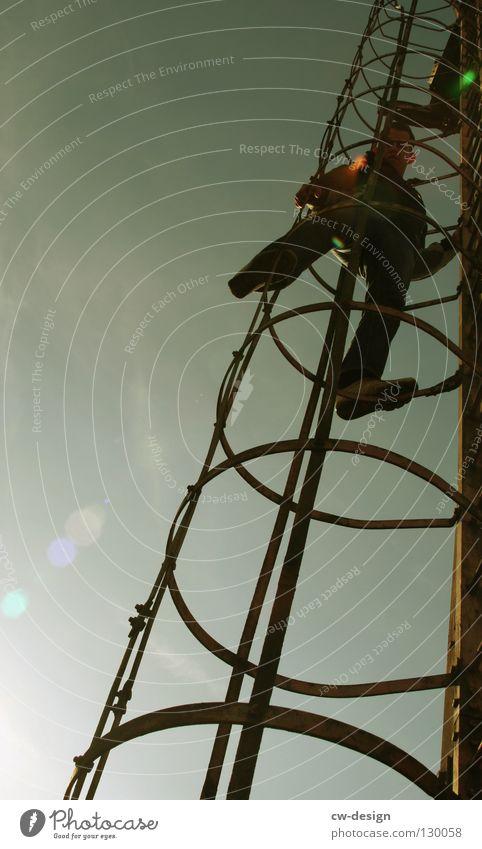 DER REISEFÜHRER III Mensch Himmel Mann Natur alt blau Baum Sommer Wolken Tod Leben Wand Landschaft Graffiti Glück klein
