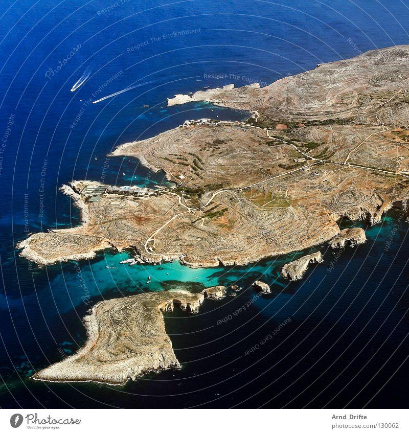 Insel Vogelperspektive Luftaufnahme Wolken Malta Wasserfahrzeug Küste Meer Aussicht schön lang Ferne Sommer klein Strand Comino blau fliegen Landschaft breit