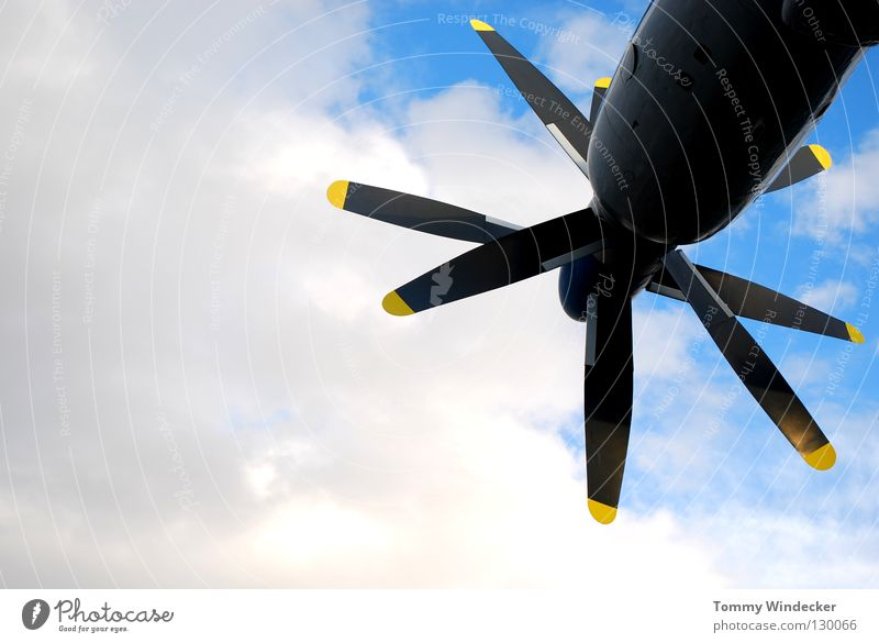Aeronautik alt Himmel blau Wolken Kraft Flugzeug fliegen Luftverkehr Technik & Technologie Güterverkehr & Logistik Maschine Motor Pilot Triebwerke Propeller