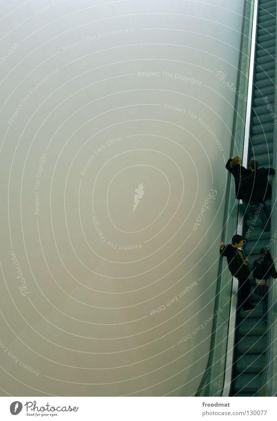 Randgruppe Mensch Himmel Stadt Wand Wege & Pfade Linie Zusammensein Metall Glas Zeit hoch leer Treppe modern Zukunft