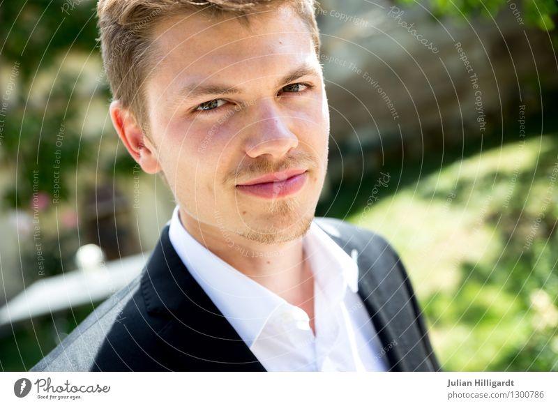 überzeugt Mensch Jugendliche Junger Mann 18-30 Jahre Erwachsene Gefühle Lifestyle Business maskulin Freizeit & Hobby frisch elegant authentisch stehen Erfolg