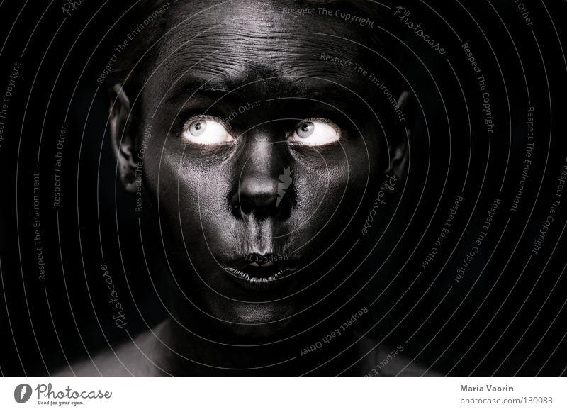 crazy black (6) Frau schwarz Farbe dunkel Traurigkeit dreckig verrückt Arbeit & Erwerbstätigkeit geheimnisvoll außergewöhnlich Geister u. Gespenster mystisch Überraschung Unsinn erstaunt unheimlich