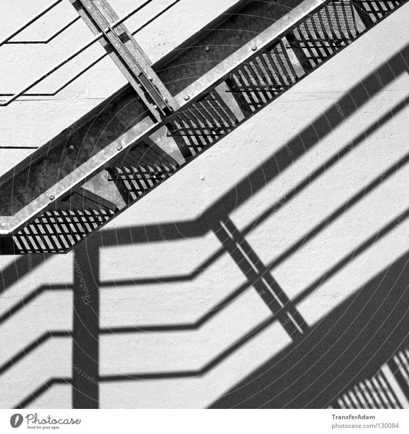 Schattenspiele Quadrat Architektur Treppe Schwarzweißfoto aufwärts Black&White