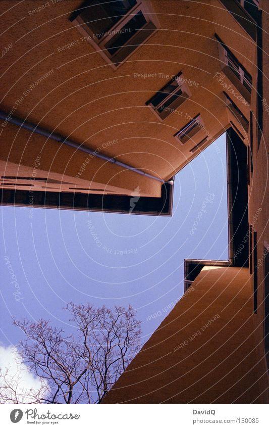 ab inne ecke! Himmel blau gelb Fenster Linie Wohnung Fassade hoch Ecke Häusliches Leben Dach Teile u. Stücke Bauernhof Etage aufwärts Geometrie