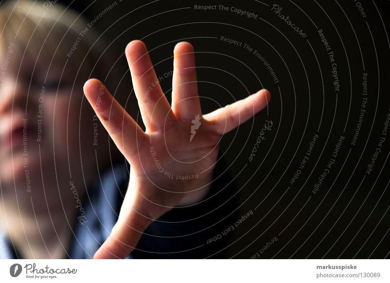 kinder malstunde in der kita Kind Kleinkind Kindergarten Vorschule Dekoration & Verzierung chaotisch unordentlich Blatt Prozess entdecken Meinung Hand Finger
