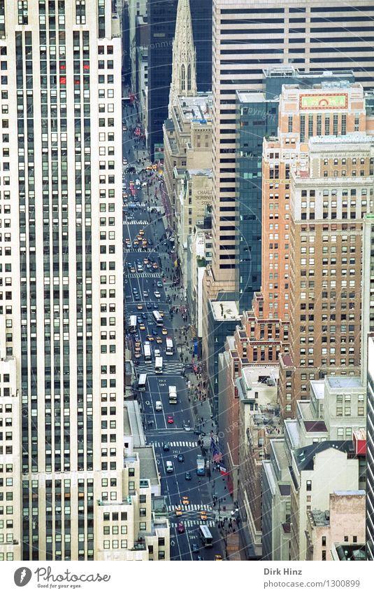 Manhattan I Stadt Haus Ferne Fenster Straße Architektur Gebäude Business Fassade PKW Verkehr Hochhaus Aussicht hoch Dach Unendlichkeit