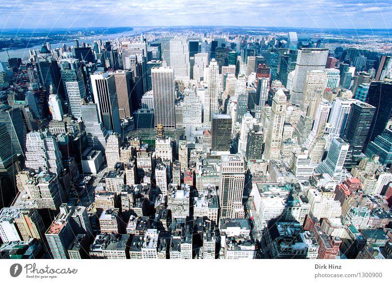 Manhattan II Hauptstadt Stadtzentrum überbevölkert Haus Hochhaus Bankgebäude Bauwerk Gebäude Sehenswürdigkeit Wahrzeichen hoch Horizont Macht Symmetrie Ferne
