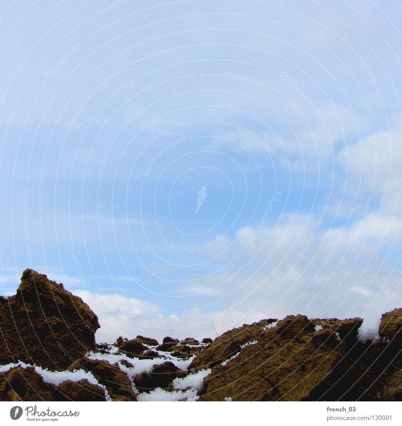 Am Acker hats an Schnee Himmel Natur blau weiß Landschaft Wolken Ferne kalt braun Feld Erde gefroren verfallen Quadrat Amerika