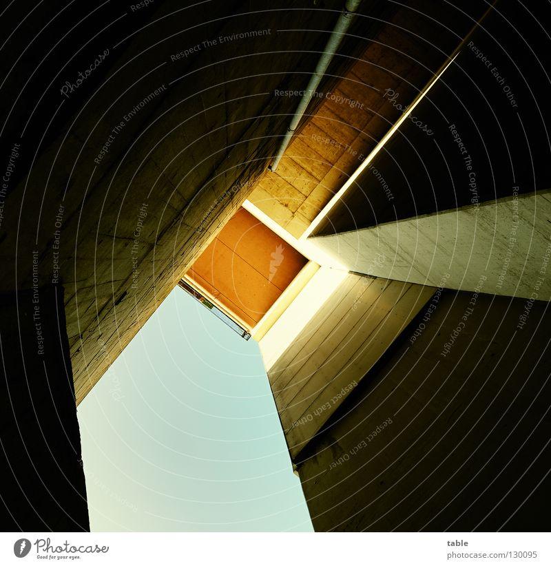 Beton Himmel Sonne blau Haus kalt Linie orange Architektur Quadrat Miete hart Mieter Plattenbau Stadthaus Vermieter Bunker