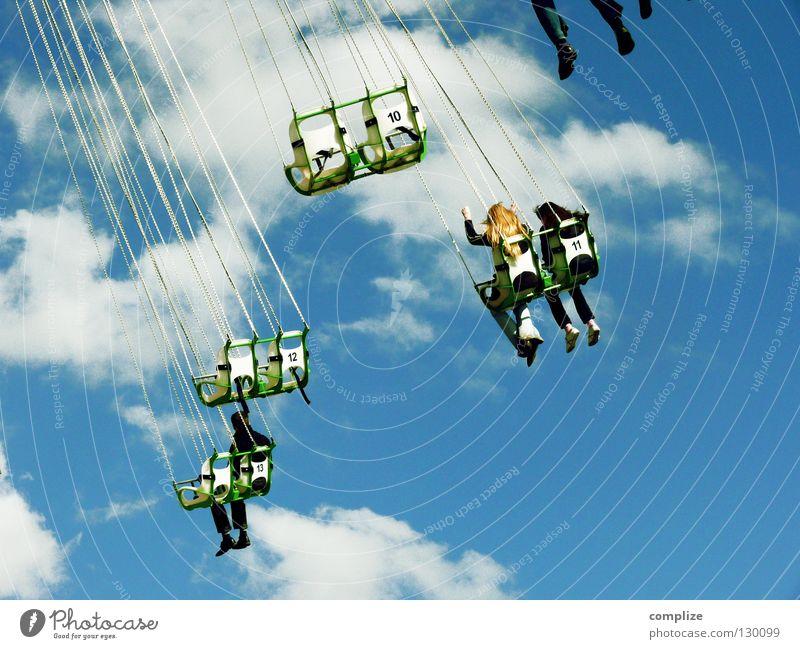 wolken.tv Mensch Frau Mann Sommer Freude Wolken oben Glück Menschengruppe lustig Feste & Feiern Wind Angst hoch Platz Karussell