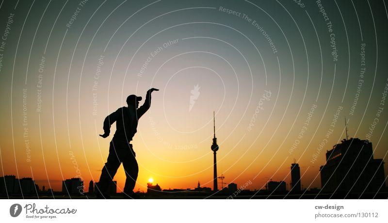 BERÜHMT. reich Bekanntheit verrückt chaotisch Denken stark schwarz dunkel Verlauf Laterne Wolken Sightseeing Fernsehen Rathaus Kunst interessant Wahrzeichen