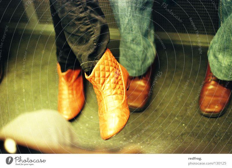 YOU & me Schuhe Leder Mann Frau U-Bahn dominant Geschlecht schwarz harmonisch Zusammensein Rangordnung Mensch gleichberechtigung gender Natur emanzipation du